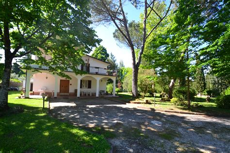 Semi-detached villa in mature garden on the outskirts of