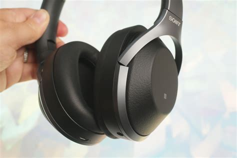 Sony WH-1000XM2 review: Sony's top noise-cancelling